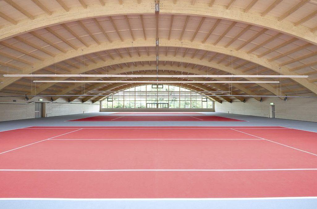Dreifeld-Tennishalle