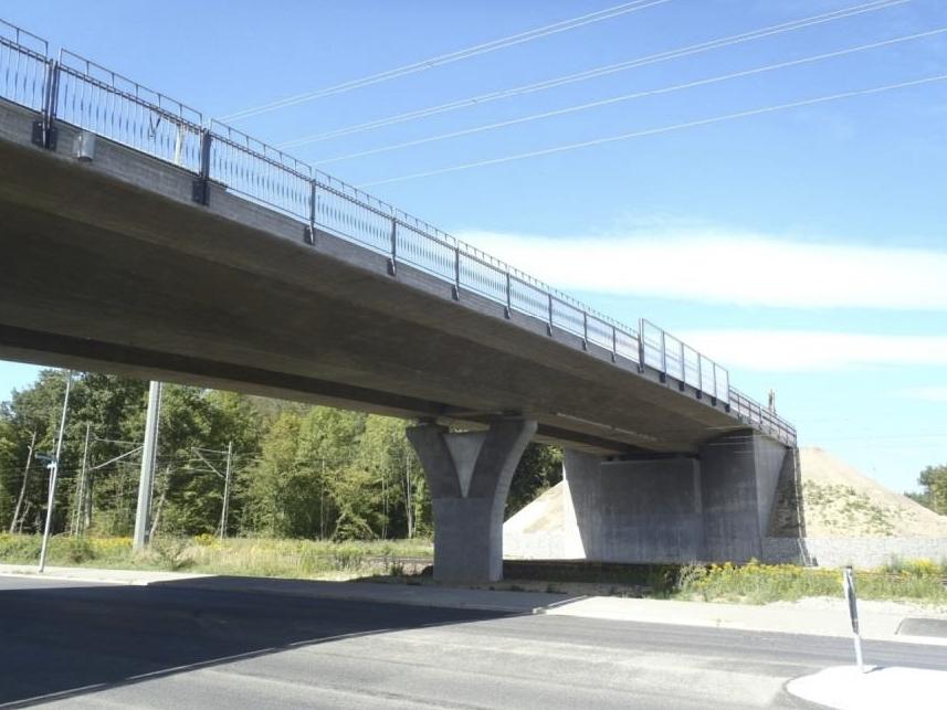 Straßenbrücke Mittelspange